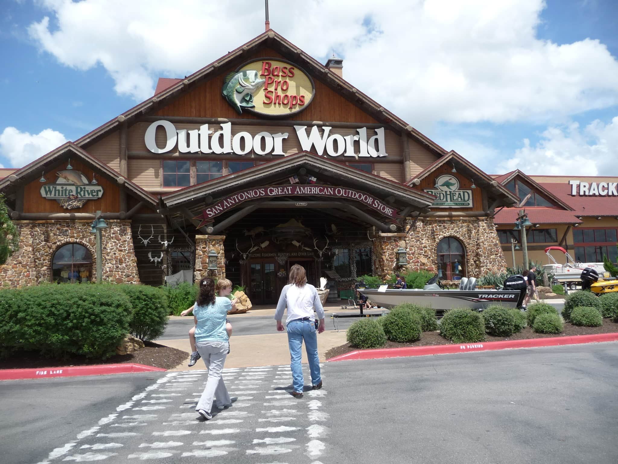 Bob pope to head bass pro 39 s new hampshire store for Bass fishing in san antonio